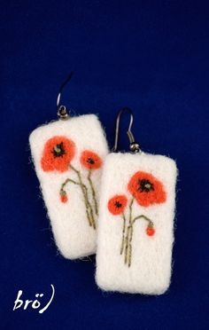 nice, but I would make a pin instead of earrings. Felted Jewelry, Textile Jewelry, Fabric Jewelry, Felted Flowers, Polymer Clay Bracelet, Felting Tutorials, Felt Fabric, Felt Ornaments, Diy Earrings