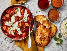 Butter chicken eli kanaa tomaatti-voikastikkeessa | Valio Cookery Books, Butter Chicken, Garam Masala, Naan, Food And Drink, Ethnic Recipes, Kitchen, Koti, Foods