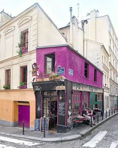 Paris is full of interesting architecture and. Here are some cute Parisian cafes you MUST see in the city of love! IE The best cafes in Paris! Best Vacation Destinations, Best Vacations, Paris Travel, France Travel, Best Cafes In Paris, Parisian Cafe, Restaurant Paris, French Cafe, Visit France