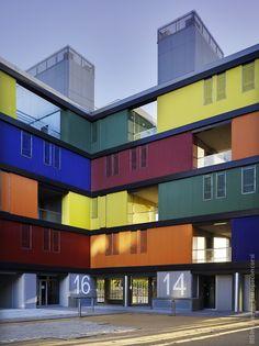 Color, contenedor, paisaje portuario. Housing in Carabanchel