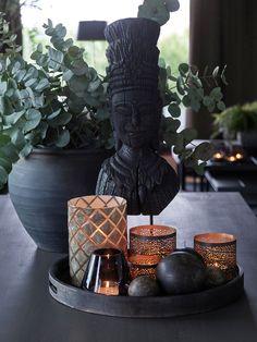 Living Room Update, Living Room Decor, Kelly Hoppen Interiors, Buddha Decor, Amazon Home Decor, Decorating Coffee Tables, Black Decor, Creative Decor, Tray Decor