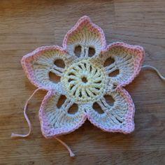 Suvi's Crochet: Plumeria free written pattern  ༺✿Teresa Restegui http://www.pinterest.com/teretegui/✿༻