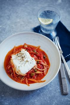 Dr Michael Mosley shares his easiest ever diet lunch and dinner recipes, from chicken and veg to grilled cheesy mushrooms. 800 Calorie Meal Plan, Michael Mosley, 5 2 Diet, Blood Sugar Diet, Grapefruit Diet, Diets For Beginners, Food 52, Lunches And Dinners, Meals For One