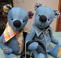 These adorable Denim Teddy Bears ar made using old denim jeans. It is an easy Free Pattern. Check out the Memory Bears too!