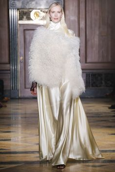 Sophie Theallet Fall 2016 Ready-to-Wear Fashion Show Collection: See the complete Sophie Theallet Fall 2016 Ready-to-Wear collection. Look 29 New York Fashion, Runway Fashion, High Fashion, Fashion Show, Sophie Theallet, Silk Gown, Armani Prive, Elie Saab, Fall 2016