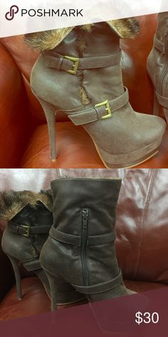 Brown boots w/fur lining. Great for winter very comfortable! Can wear all day! Fur lined. Shoes Heels Boots, Heeled Boots, Brown Boots, Fashion Tips, Fashion Design, Fashion Trends, Fur, Winter, How To Wear