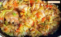 Прекрасный низкокалорийный ужин! Ингредиенты: Капуста — 600 гр. Куриная грудка — 200 гр. Морковь — 1 шт. Лук — 1 шт. Соль и перец по вкусу Томатная паста...