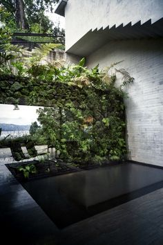 Completed in 2012 in Valle de Bravo, Mexico. Images by Yoshihiro Koitani . The Maza house is a holiday home located in the natural setting surrounding the Lake of Valle de Bravo. Architecture Design, Green Architecture, Landscape Architecture, Landscape Design, Garden Design, House Design, Exterior Design, Interior And Exterior, Haus Am See