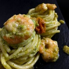 Spaghetti Recipes by Italian Grandmas. The Best Italian Spaghetti Recipes with Clams, Vongole, Aglio e Olio, Shrimp and many other authentic recipes. Zucchini Pesto, Fish Recipes, Healthy Recipes, Spaghetti, Pasta Dishes, I Foods, Italian Recipes, Food Inspiration, Good Food