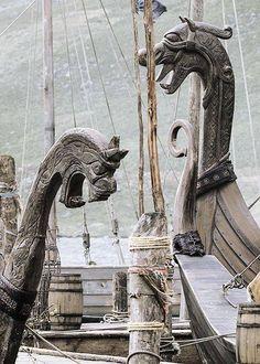 Medieval Visions - History Vikings ~ Longships (via wild-shieldmaiden) Source: swordofsnow Vikings Art, Norse Vikings, Art Scandinave, Viking Aesthetic, Viking Culture, Viking Life, Viking Woman, Armadura Medieval, Old Norse