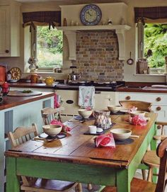Decorating Farmhouse Style With Green Painted Furniture – decoration,wood,wood working,furniture,decorating Cozy Kitchen, Rustic Kitchen, Kitchen Dining, Kitchen Decor, Kitchen Country, Primitive Kitchen, Family Kitchen, Dining Room, Aga Kitchen