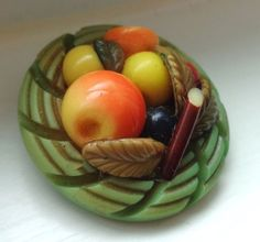 VINTAGE REALISTIC CELLULOID MARION WEEBER PLATE OF FRUIT BUTTON