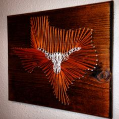 String art Texas Longhorns State Texas by StartActinLikeaLady Longhorns Football, Texas Longhorns, Football Signs, Fun Crafts, Diy And Crafts, Arts And Crafts, Nail String Art, String Crafts, Hook Em Horns