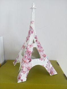 Wieżyczką zrobiona z kartonu.