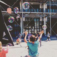 ©moisturebin_731 - 여행. . . . . . #2016#유럽#프랑스#파리#퐁피두#사진#하늘#풍경#여름#방학#여행스타그램#어린이#europe#france#paris#photo#picture#photography#landscape#sky#summer#vacation#avenue#travel#trip#pompidou#museum#bubble#children