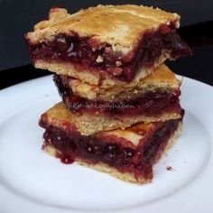 Omlós meggyes pite Receptek a Mindmegette. Hungarian Desserts, Hungarian Recipes, Baking Recipes, Cake Recipes, Dessert Recipes, Just Eat It, Baking And Pastry, Sweet Cakes, Fun Cooking