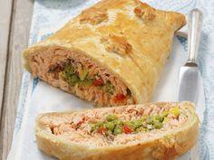 Blätterteigpastete mit Lachs und Erbsen (Kulebiak) ist ein Rezept mit frischen Zutaten aus der Kategorie Pastete. Probieren Sie dieses und weitere Rezepte von EAT SMARTER!