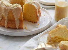 Der saftige Apfelmus-Gugelhupf ist ein Gaumenschmaus Easy Cheesecake Recipes, Easy Cake Recipes, Cookie Recipes, Food Cakes, Lemon Desserts, No Bake Desserts, Paleo Food List, Yogurt Cake, Cake Mix Cookies