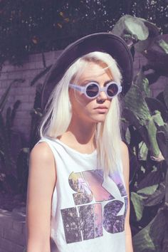 Round sunnies and print tee