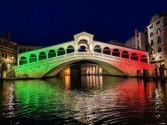 2.04.2020 Ponte di Rialto a Venezia. Rialto Bridge, Planet Earth, Venice, Milan, Around The Worlds, Community, Italy, Mansions, House Styles