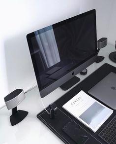 That's how the brand new iMac Pro will rock your desk. Great work by @anckor . . . . . #imac #imacpro #bose #applewatch #minimal #minimalist #minimalism #tech #technology #beautyoftechnology #isetups #minimalsetups