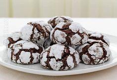 Fursecuri cu ciocolata - reteta video Chocolate Crack, Chocolate Crinkle Cookies, Chocolate Crinkles, Gluten Free Chocolate, Melting Chocolate, Crack Cookies Recipe, Easy Cookie Recipes, Dessert Recipes, Desserts