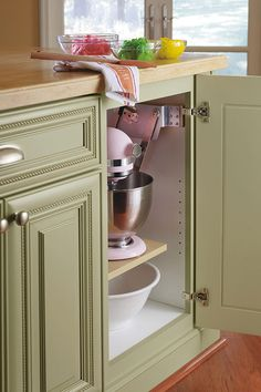 Use our Mixer Cabinet to free up counter space while keeping the mixer always within reach.