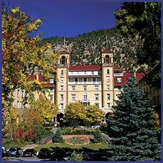 Hotel Colorado ~ Glenwood Springs Colorado ~ stayed here with Kelly ~ love historic hotels Visit Denver, Visit Colorado, Colorado Homes, Glenwood Springs Colorado, Haunted Places, Hot Springs, Rocky Mountains, Places To See, Beautiful Places