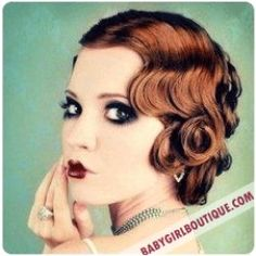 You can achieve a variety of retro and vintage-inspired hairstyles with pin curls without the damaging effects of heated styling products. This lens will explore the versatility of classic pin curls on long and short hair lengths, and hopefully. Cabelo Pin Up, Peinados Pin Up, Look Vintage, Vintage Beauty, Vintage Glam, 1920 Makeup, 1920s Makeup Gatsby, Vintage Makeup, Flapper Hair