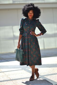 I love this woman's command on vintage clothing , she carries more than confidence in her elegant interpretation of urban vintage .