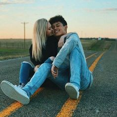 45 Cute And Sweet Teenage Couple Relationship Goals You Aspire To Have - YoGoodLife Relationship Goals Pictures, Couple Relationship, Cute Relationships, Couple Tumblr, Tumblr Couples, Cute Couples Goals, Couple Goals, Cute Couple Pictures, Couple Photos