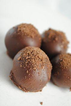 Thin Mint Cookie Dough Truffles - Something Swanky