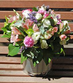 Una lata con muchas flores #flores #floresenlata #moonflowerartefloral