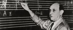 Nar Sanat Eğitim Kursu müzik eğitmenleri Avni Özdemir ve İrem Aydoğdu, müzikte on iki ton tekniğini geliştiren Avusturyalı besteci Arnold Schoenberg'in 143'ün doğum gününde bu özel tekniği anlattı. İşte 12 ton tekniğinin detayları: On iki ton müziği ünlü besteci ve müzisyen Arnold Schönberg tarafından 1920'li yıllarda oluşturulan ve bir tonal sistemine bağlı kalmayan müzik formudur. Kromatik diziyle oluşturulan on iki ses, özellikle tonal, çağrışımlardan kaçınılacak ve tabi ki dah...