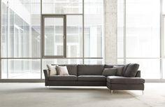 CAPRICE to kolekcja pięknych i nowoczesnych mebli bardzo eleganckich i oryginalnych. Specjalne przeszycie czyni je charakterystycznymi meblami. Meble wyglądają bardzo lekko. Do wyboru następujące elementy: dwa rodzaje komfortu – standardowy i luksusowy, dwa rodzaje poszycia – stałe i luźne oraz...