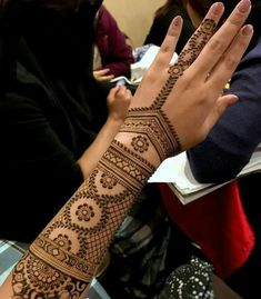 Henna Tattoo - ancient art for temporary skin ornamentation with plant color - Tattoo Ideas & Trends Henna Hand Designs, Mehndi Designs Finger, Stylish Mehndi Designs, Bridal Henna Designs, Beautiful Henna Designs, Best Mehndi Designs, Arabic Mehndi Designs, Mehndi Designs For Hands, Henna Tattoo Designs