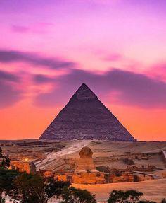 Piramide di Cheope e Sfinge nella Piana di Giza. Egitto