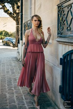 Paris Fashion Week Street Style Breaks All the Rules, So Outfits Just Got a Lot More Fun Autumn Street Style, Street Chic, Beautiful Celebrities, Gorgeous Women, Look Fashion, Paris Fashion, Cara Delevingne Style, Mädchen In Bikinis, Street Looks