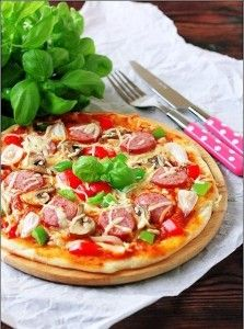 Pizza with sausage Turkey, mushrooms and sweet peppers