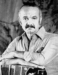 Astor Pantaleón Piazzolla (* 11. März 1921 in Mar del Plata; † 4. Juli 1992 in Buenos Aires) war ein argentinischer Bandoneon-Spieler und Komponist. Er gilt als Begründer des Tango Nuevo, einer Weiterentwicklung des traditionellen Tango Argentino.