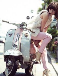 Owning a Vespa is the dream. Motos Vespa, Vespa Bike, Lambretta Scooter, Scooter Motorcycle, Vespa Scooters, Motorcycle Girls, Triumph Motorcycles, Vintage Motorcycles, Ducati