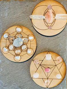Your choice of Sacred Geometry Crystal Mandala, Crystal Grid, Diy Crystals, Stones And Crystals, Sacred Geometry Tattoo, Grid Layouts, Flower Mandala, Flower Of Life, Altar