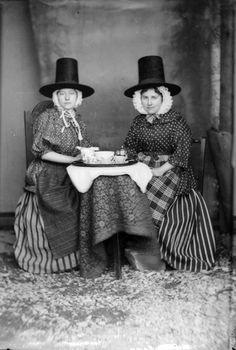 John Thomas, Two women in Welsh national costume drinking tea, 1875