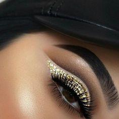 #vegas_nay #hudabeauty #anastasiabeverlyhills #norvina #mua #makeupartist #makeup #laurag_143 #makeupcoach #wakeupandmakeup #beauty #beautyguru #desiperkins #likeforlike #ilovemakeup #morphegirl #makeupgeek #makeupaddict #undiscovered_muas #makeupsocialapp #amazing_makeup4u #ilovemakeup #makeupartistsworldwide #contour #lashes #hijabi #kyliejenner