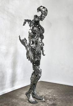 Des Sculptures déconstruites explorent la Mortalité (6)