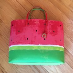 NEWKate Spade Len Make a Splash Tote NEWKate Spade Make a Splash Len. Made of 100% cow leather!  So cute! Perfect for spring/summer!no trade no holds  no lowball offers no PayPal ✅10% off bundles.✅Ask to lower 10% for discounted shipping!! kate spade Bags Totes
