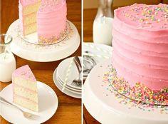 Vous avez envie de gâter votre fillette pour son anniversaire ? Voici une recette de gâteau de princesse ultra simple à réaliser !