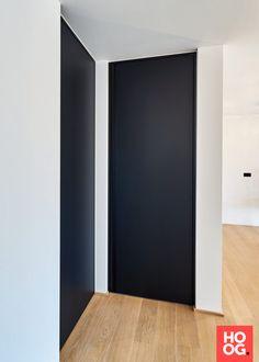 Modern black interior doors with a built-in vertical handle from black anodized aluminium Black Interior Doors, Interior And Exterior, Interior Design, Dark Doors, Windows And Doors, Invisible Doors, Flooring For Stairs, Door Casing, Aluminium Doors