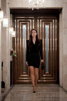 Crush landing on you Korean Actresses, Korean Actors, Korean Drama Movies, Instyle Magazine, Kdrama Actors, Hyun Bin, Summer Work Outfits, Korean Celebrities, Celebrity Look