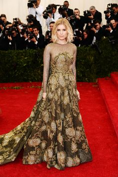 Kate Mara in Valentino.  (the hair....not so much)